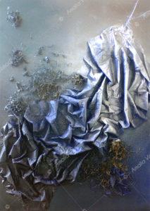 Brandelli del passato_Acrilico e tessuto su tavola 50 x 70