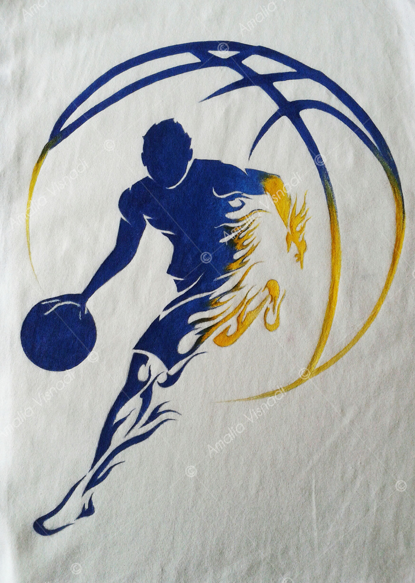 Amalia Visnadi_Logo Basket Blu su T-shirt
