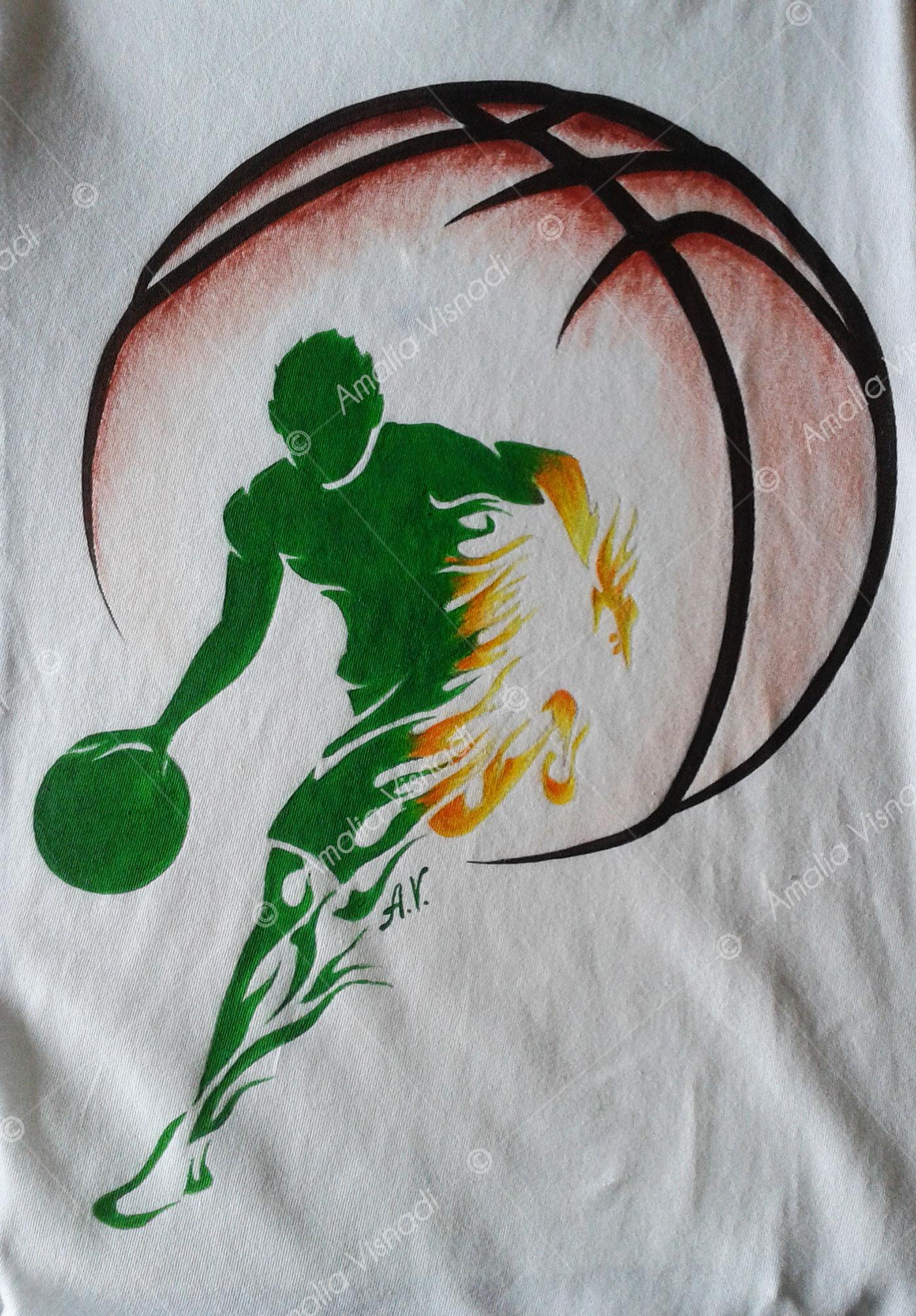Amalia Visnadi_Logo Basket Verde su T-shirt